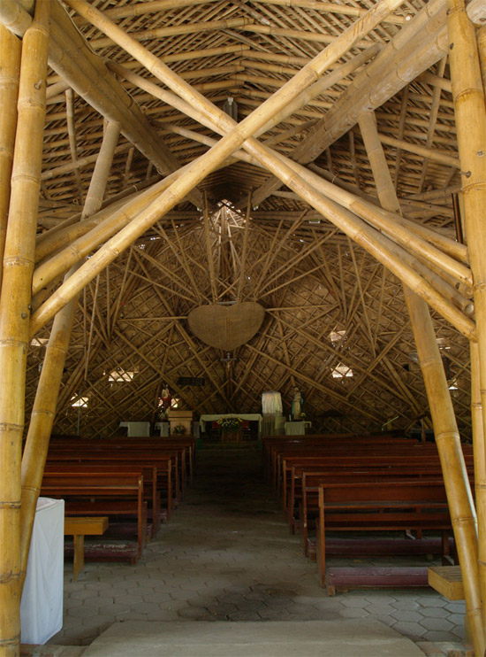 [تصویر:  2011-5-3-Bamboo-Church-by-Eugenius-Pradipto-05.jpg]