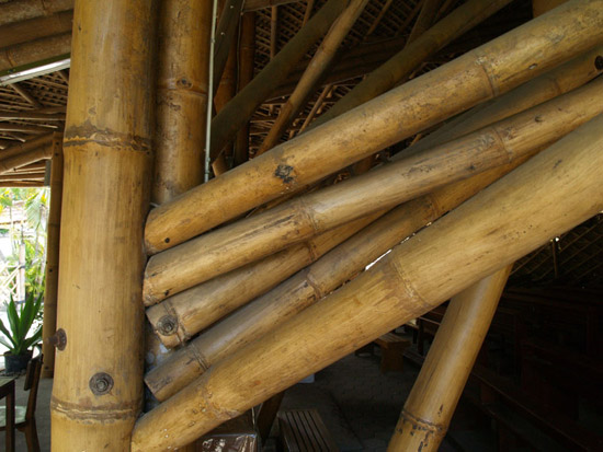 [تصویر:  2011-5-3-Bamboo-Church-by-Eugenius-Pradipto-10.jpg]